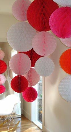 تزئین تولد با توپهای کاغذی