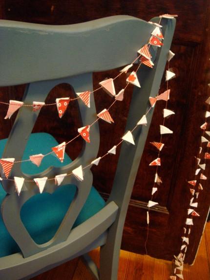 تزئین تولد با پرچم های کاغذی