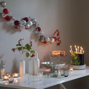 تزئین تولد با گویهای شیشه ای