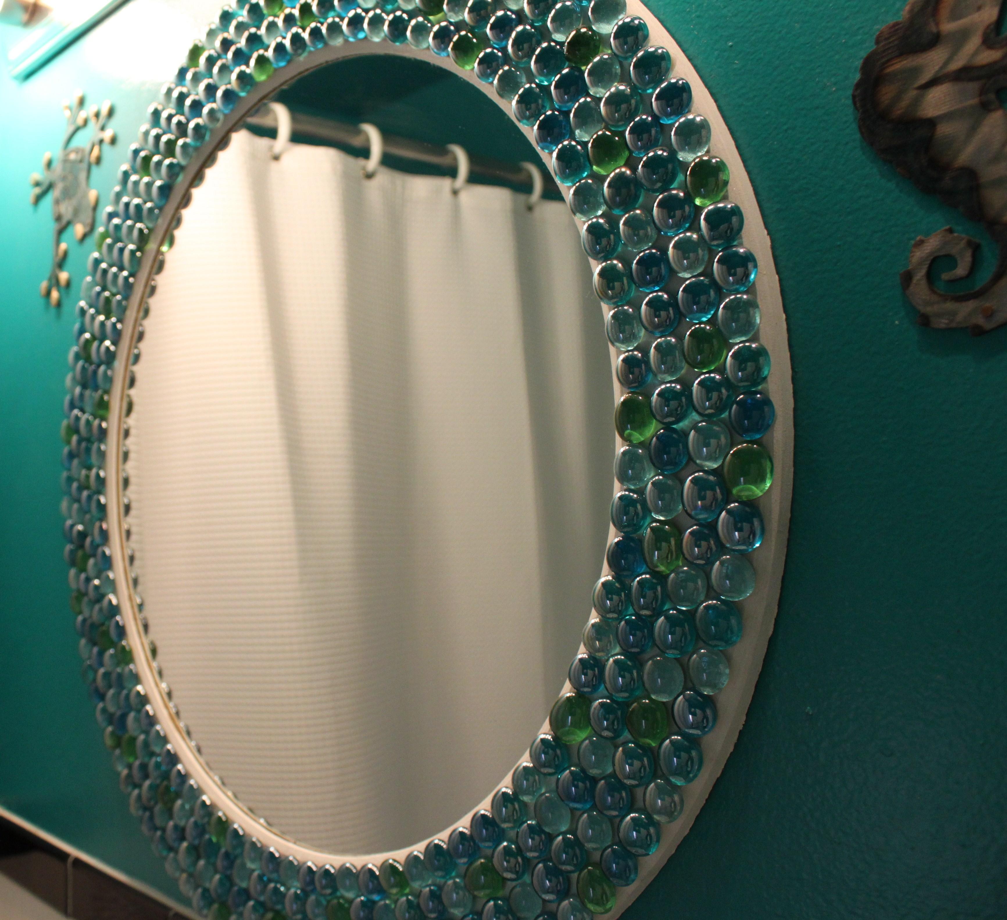 تزئین قاب آینه با مهره های شیشه ای